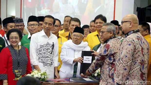 Jokowi-Ma'ruf mendaftar ke KPU.