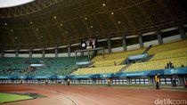 Pemain Bola yang Injak Wasit di Stadion Bekasi Dicoret dari Klub