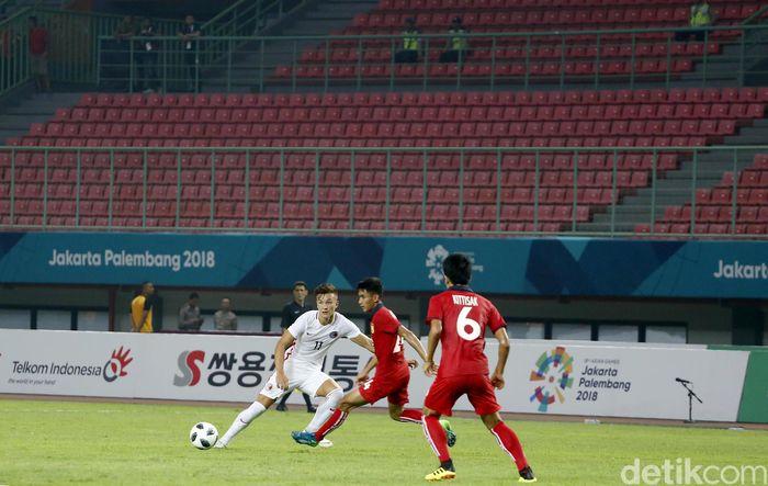 Pertandingan sepakbola antara Laos vs Hong Kong menandai dimulainya Asian Games 2018.