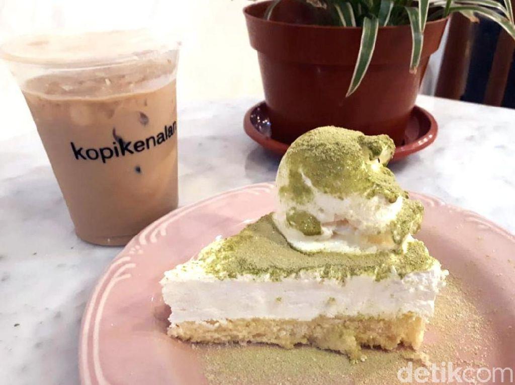 Kopi Kenalan: Ngemil Green Tea Cheesecake Sambil Menyeruput Es Kopi Susu