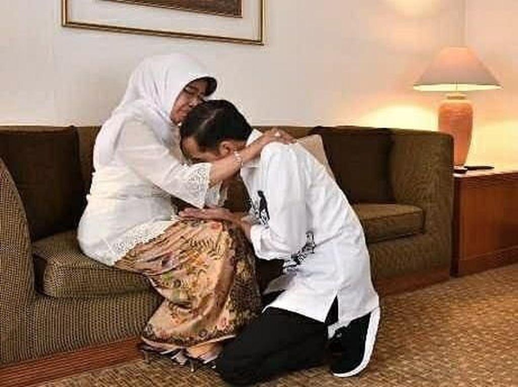 Video: Momen Jokowi Sungkem ke Ibu Sebelum Menuju KPU