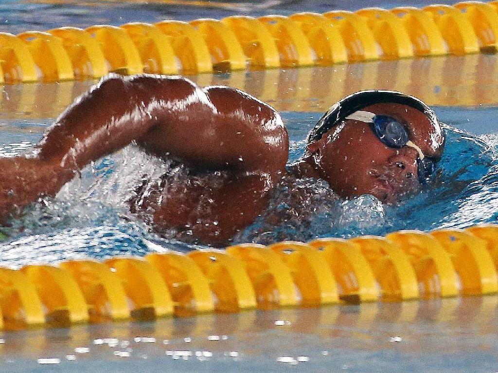 Perenang Siman Sudarta Berlatih di Aquatic Stadium