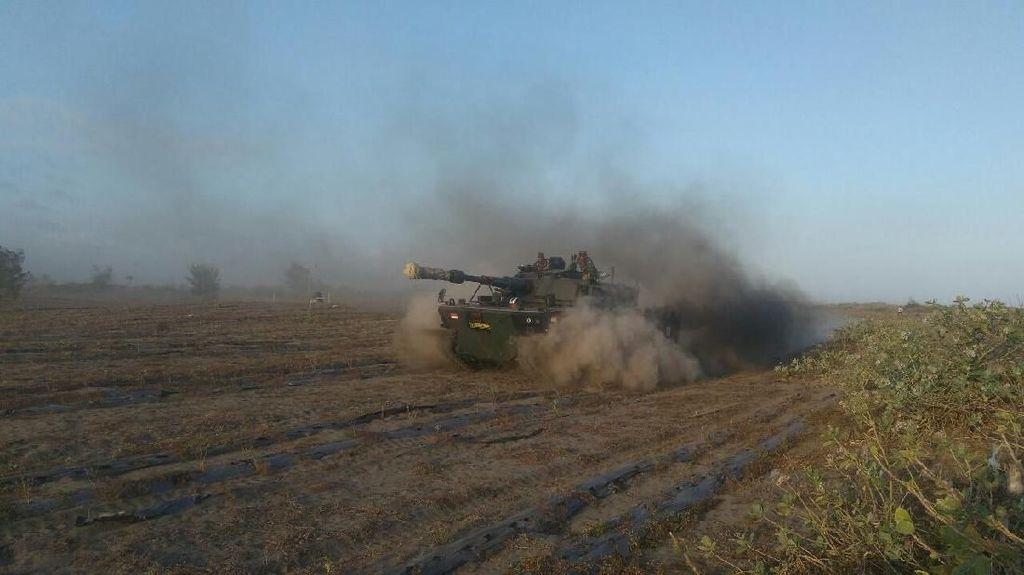 Tank Tempur Pindad Diuji Lewati Pasir Pantai