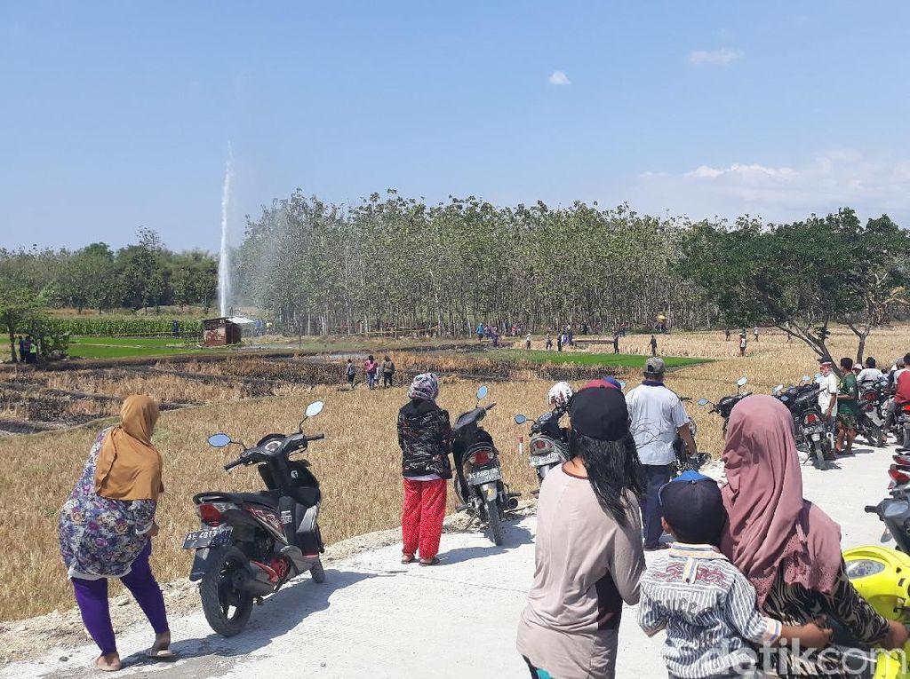 Melihat Indahnya Penampakan Semburan Air dari Tol Ngawi-Mantingan
