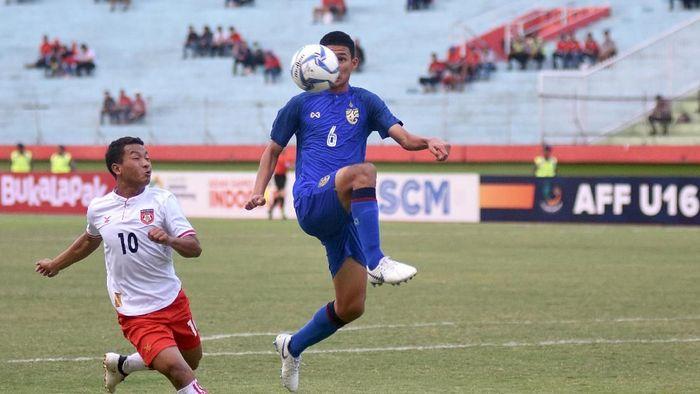 Thailand mengandaskan Myanmar untuk menjejak final Piala AFF U-16 2018. (Foto: M Risyal Hidayat/ANTARA FOTO)