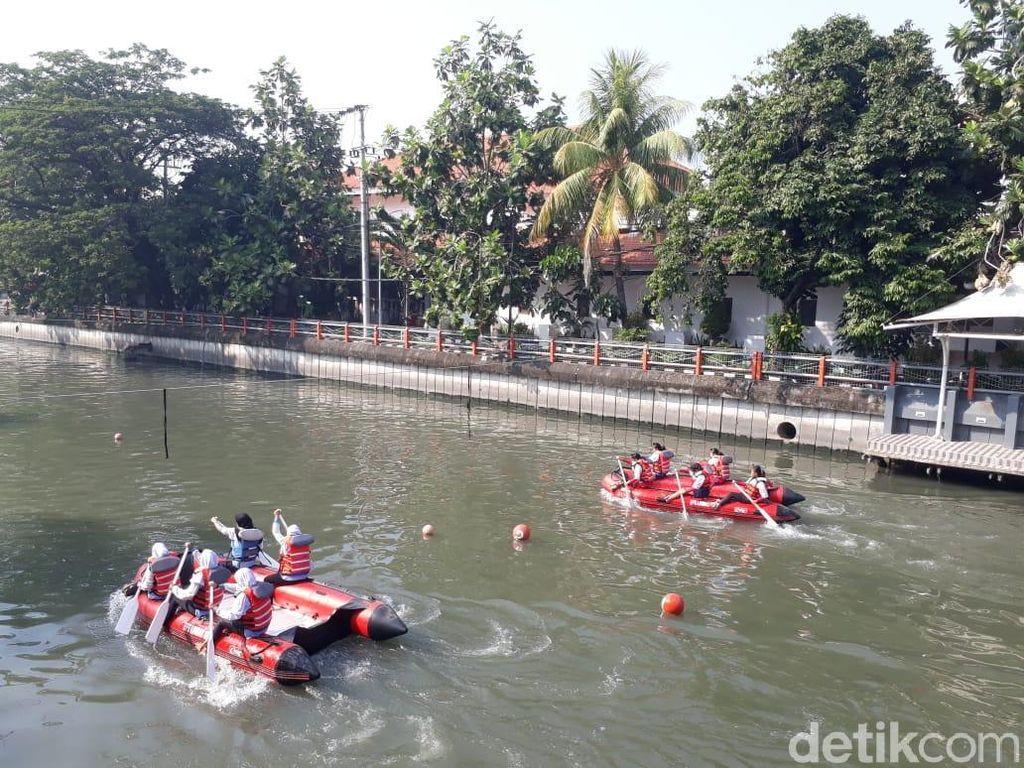 Ratusan Atlet Perahu Dayung Berlomba Taklukkan Sungai Kalimas