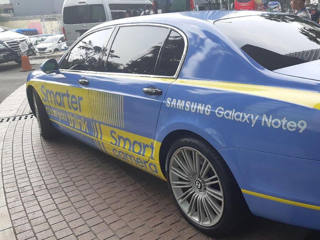 Menjajal Samsung Galaxy Note 9 Dijemput Naik Super Car