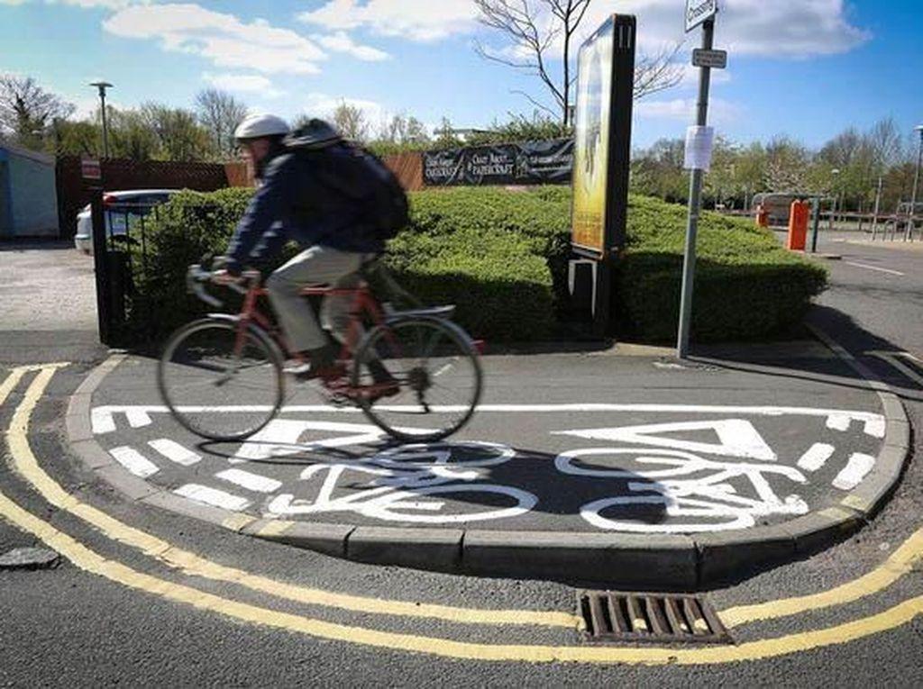 Bikin Kesel, Kok Jalur Sepeda Begini?