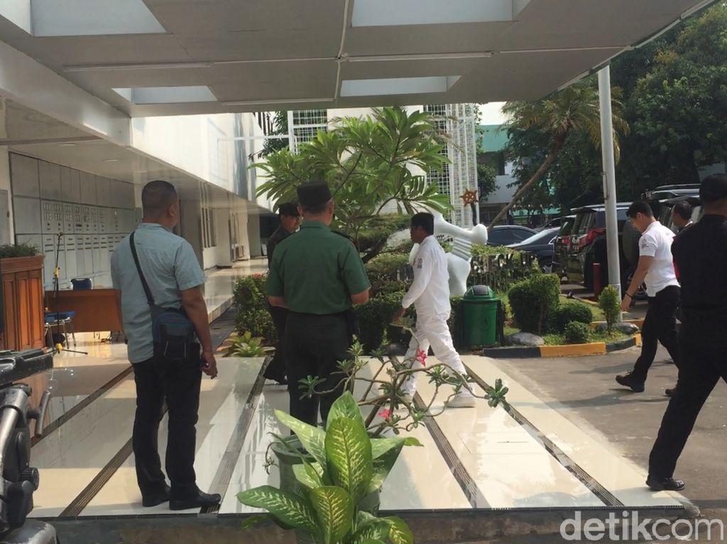 Idrus Marham Datangi RSPAD Saat Jokowi-Maruf Tes Kesehatan