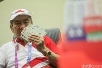 Senyum dan Kesan Orang Terkaya RI Terima Bonus dari Jokowi