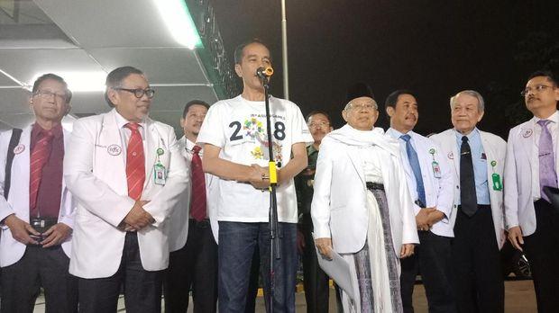 Jokowi berkaus Asian Games seusai tes kesehatan di RSPAD.