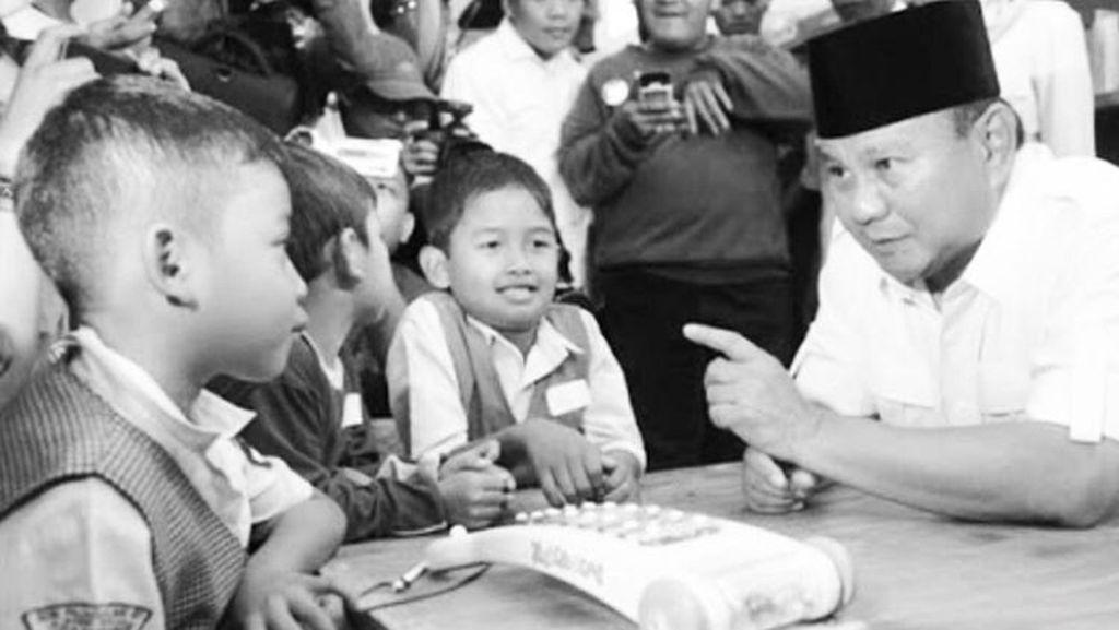 Potret Prabowo Bersama Anak-anak