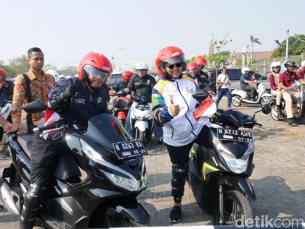 Duet Menhub-Menlu Naik Motor di Semarang
