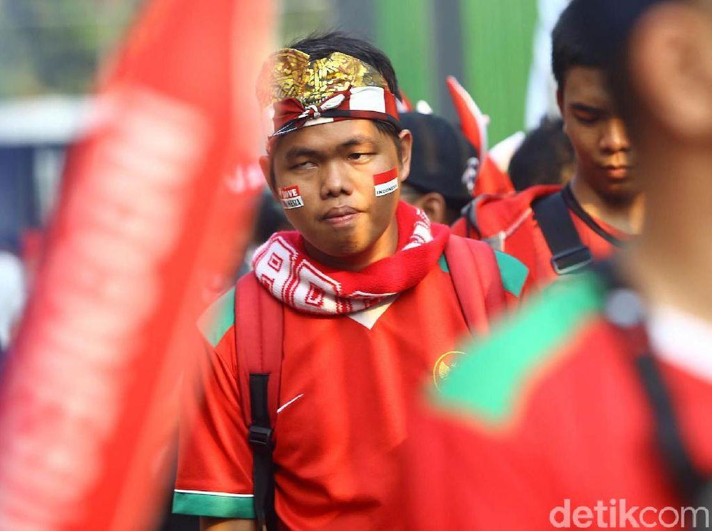 Suporter Timnas Indonesia Mulai Padati Stadion Patriot