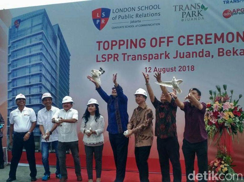 Gaya CT Tutup Atap Kampus LSPR Bekasi