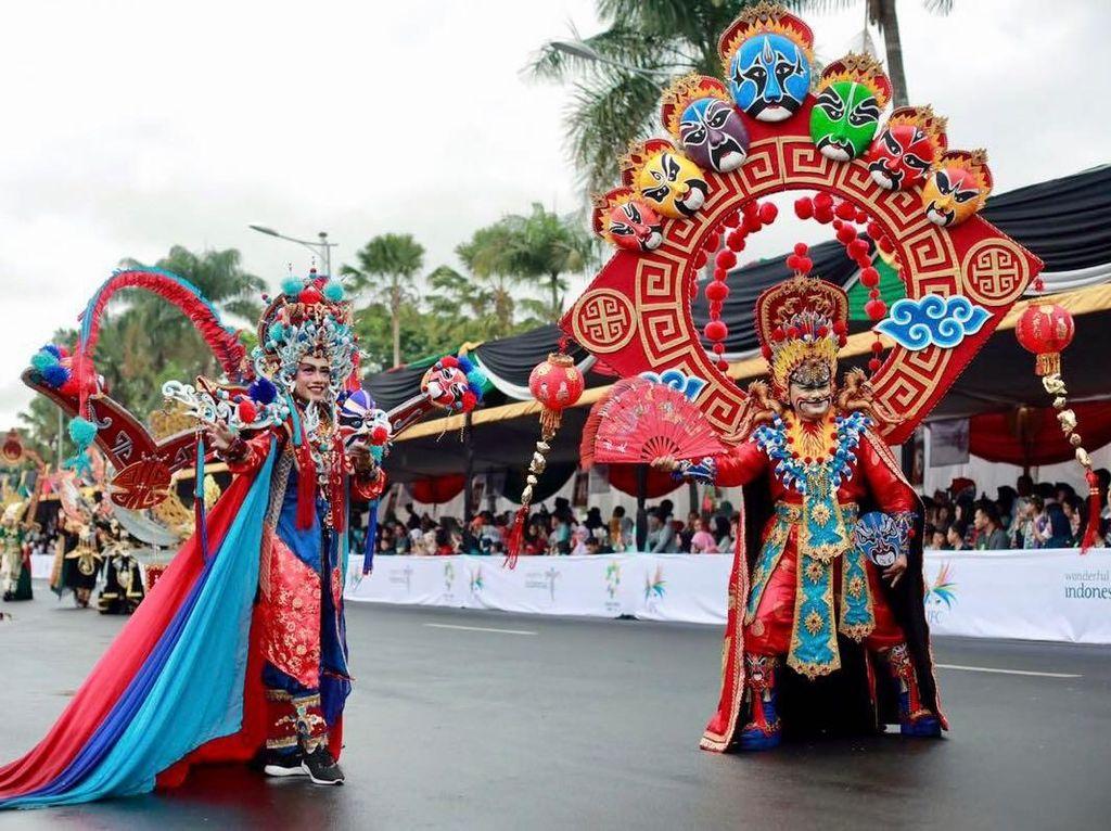 Pesona Warna-Warni Busana Nusantara di Jember Fashion Carnaval