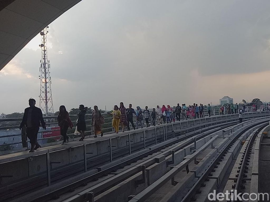 Bagaimana Ketentuan Evakuasi Penumpang saat LRT Palembang Mogok?