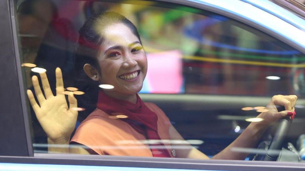 Yang Cantik-cantik di Booth Daihatsu