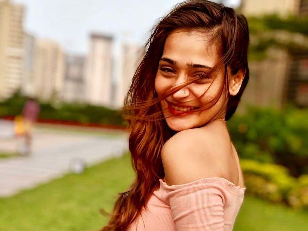 Foto Pakai Bikini, Aktris Bollywood Ini Dihujat Netizen Suruh Pindah Agama