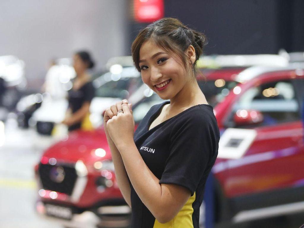 Senyum Manis dari Booth Datsun