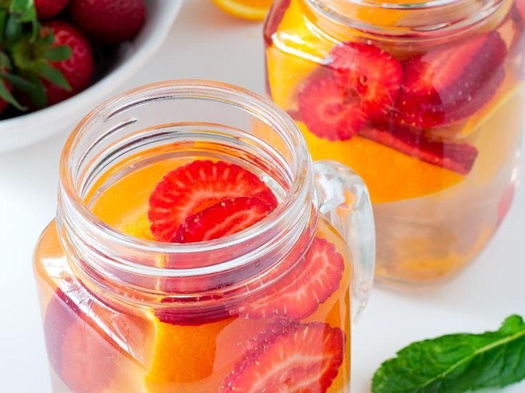 11 Resep Infused Water Sederhana yang Sehat dan Menyegarkan