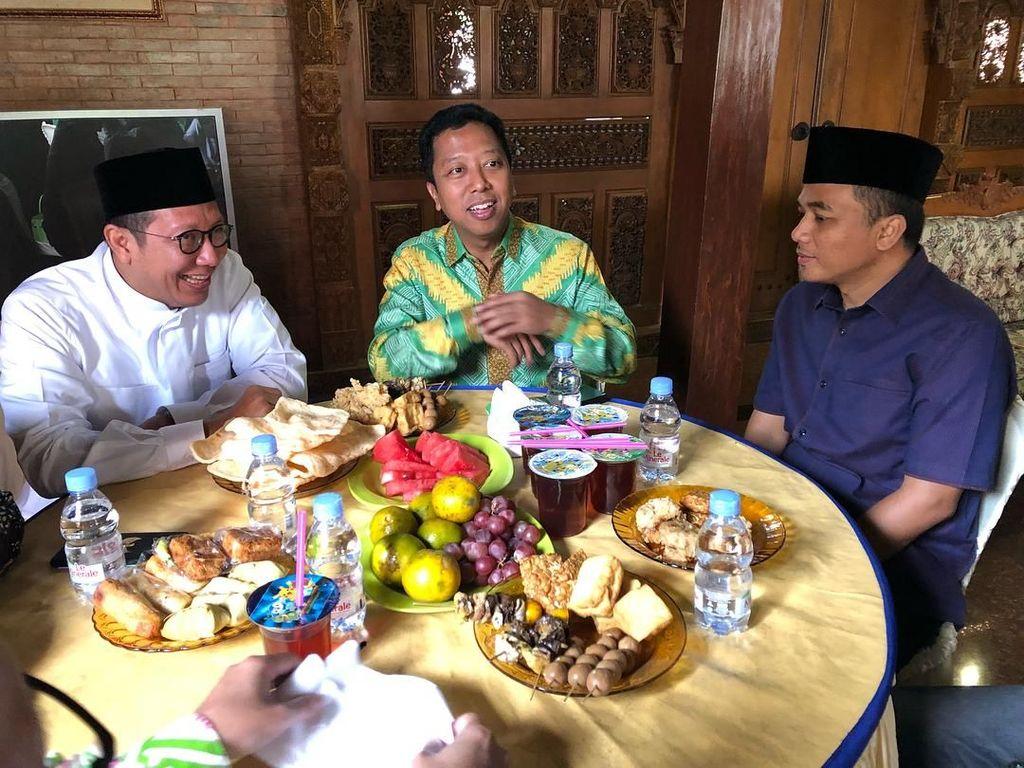 Heboh Santri Dadakan, Ini Gaya Kulineran Waketum PPP yang Gemar Sate dan Durian