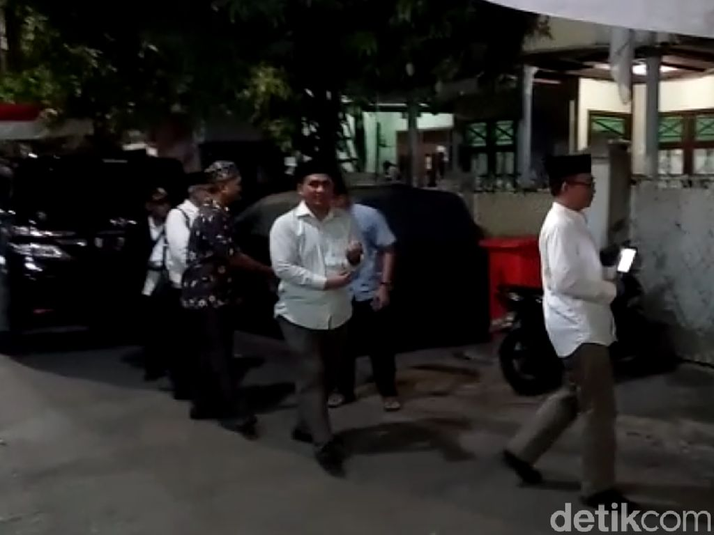 Gus Yasin Datangi Rumah Maruf Amin