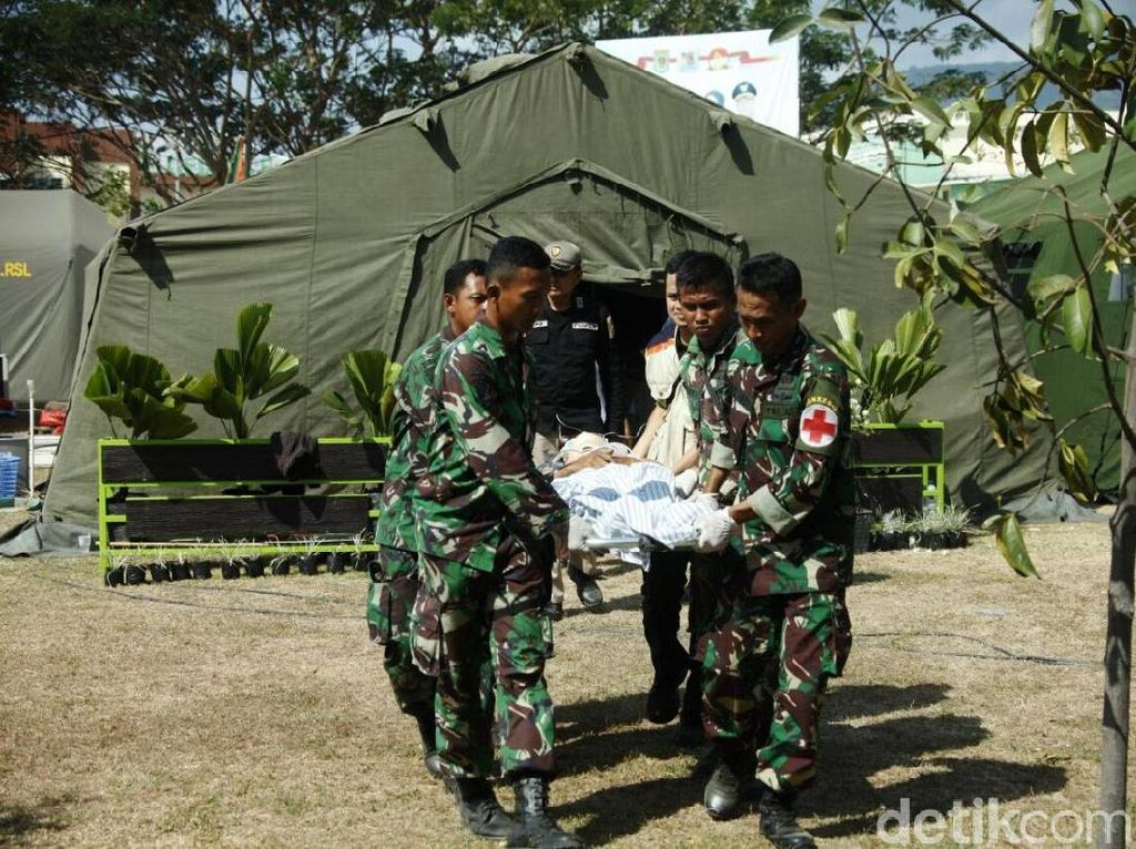 Patah Tulang, Korban Gempa Lombok Diterbangkan ke RSAD Mataram