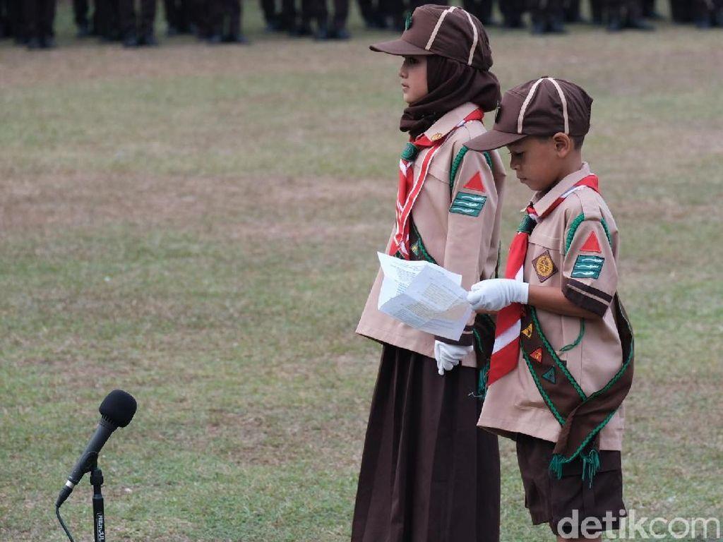 Aksi Pramuka Cilik Baca Doa di Depan Jokowi