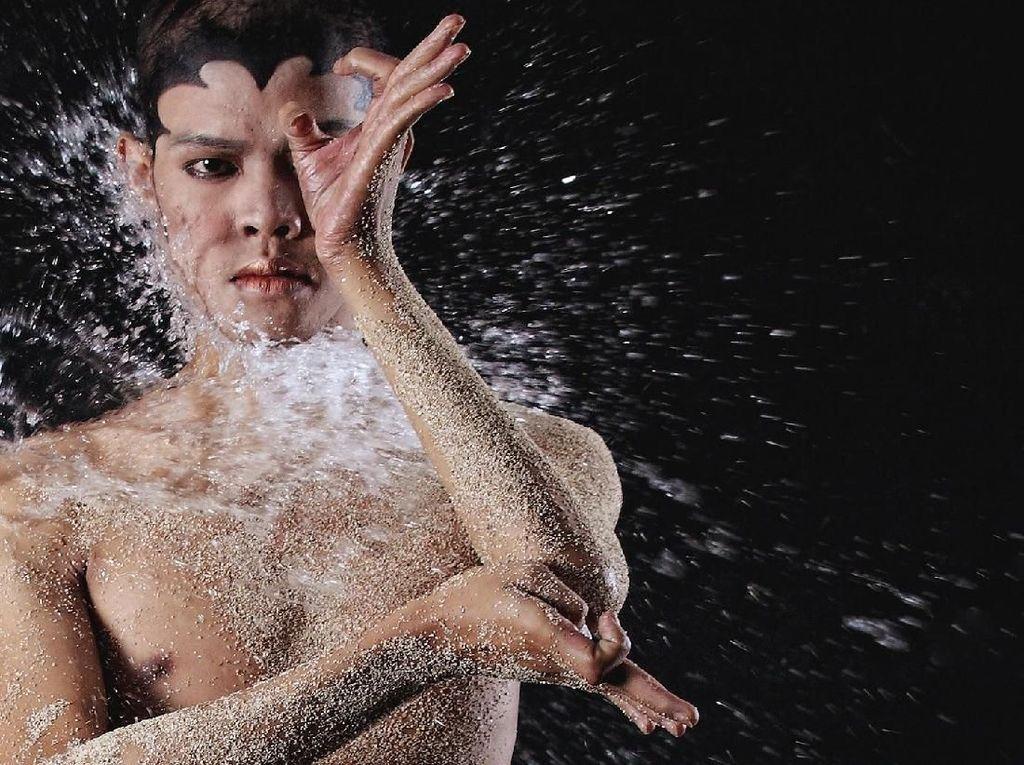 Otniel Tasman, Penerus Seni Tradisi Lintas Gender Setelah Didik Nini Thowok