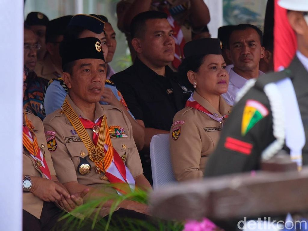 Berseragam Lengkap, Jokowi-Iriana Hadiri HUT Pramuka Ke-57