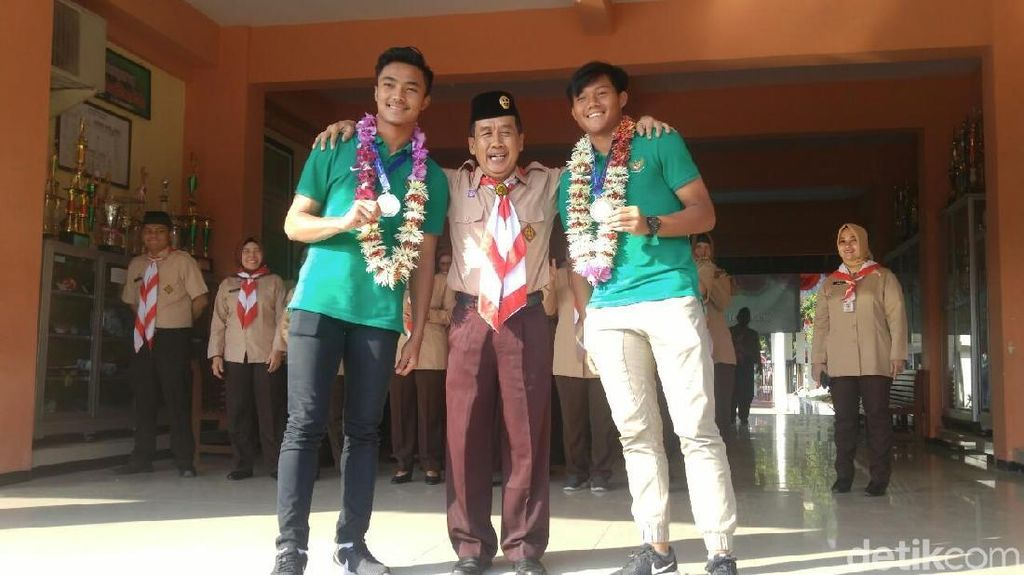 Di Hari Pramuka, Dua Pemain Timnas U-16 Ini Bikin Heboh SMA-nya