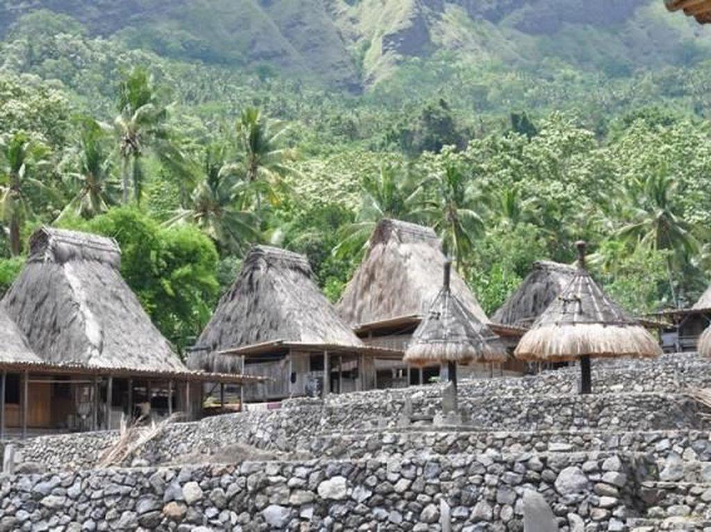 Mengenang Keindahan Kampung Adat Gurusina Sebelum Kebakaran