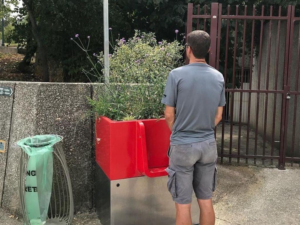 Cara Unik Menghilangkan Kebiasaan Pipis Sembarangan di Kota Paris