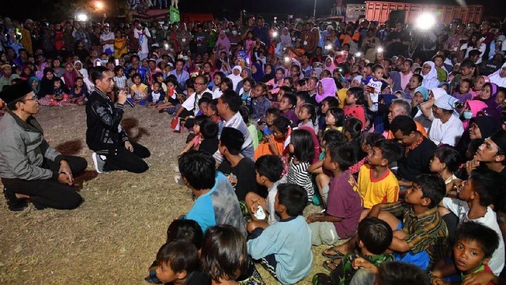 Jokowi di Lombok: Dibonceng TBG & Jadi Imam di Tenda Pengungsian