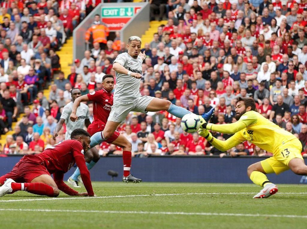 Seberapa Nyetel Alisson dengan Lini Belakang Liverpool?