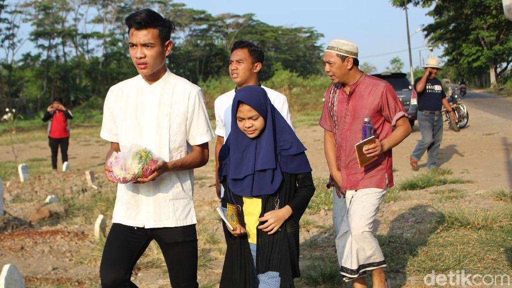 Brylian Pemain Timnas U-16 Ziarah ke Makam Ibu, Kenang Pesan Mendiang