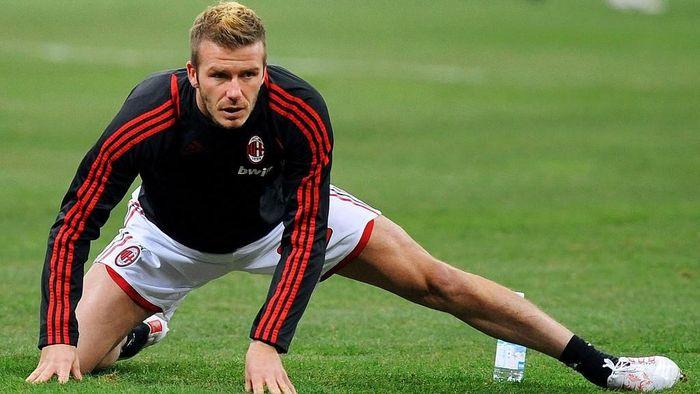 Di musim yang sama, David Beckham juga menjalani masa peminjaman di Milan dari LA Galaxy. Foto: Massimo Cebrelli/Getty Images