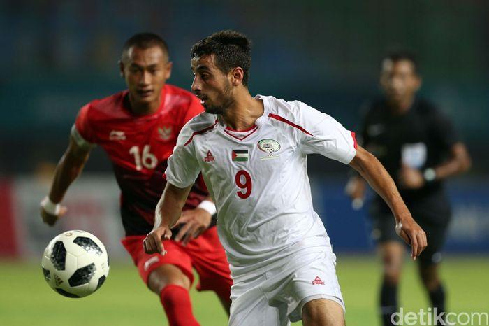 Menghadapi Palestina di Stadion Patriot Chandrabhaga, Bekasi, Rabu (15/8/2018), Indonesia lebih dulu tertinggal oleh gol Oday Dabbagh di menit ke-16.