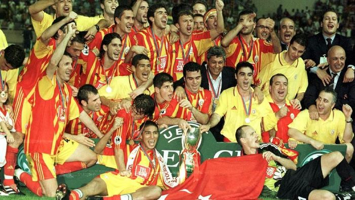 Galatasaray menjadi tim pertama yang menjadi juara Piala Super Eropa di milenium baru. Pada tahun 2000, mereka mengalahkan Real Madrid. Foto: (Jamie McDonald/ALLSPORT)