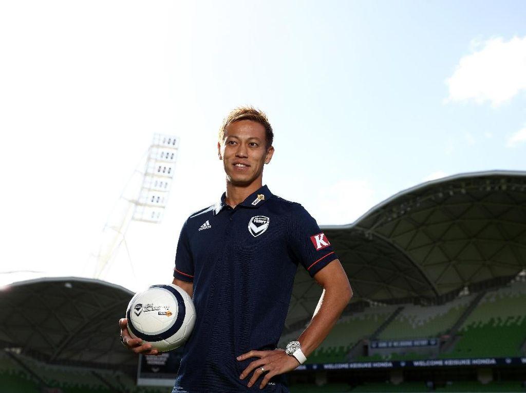 Peran Ganda Keisuke Honda: Main di Liga Australia, Latih Timnas Kamboja