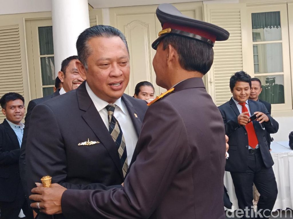 Tiba di Istana, Irjen Idham Disapa Pak Waka oleh Bamsoet