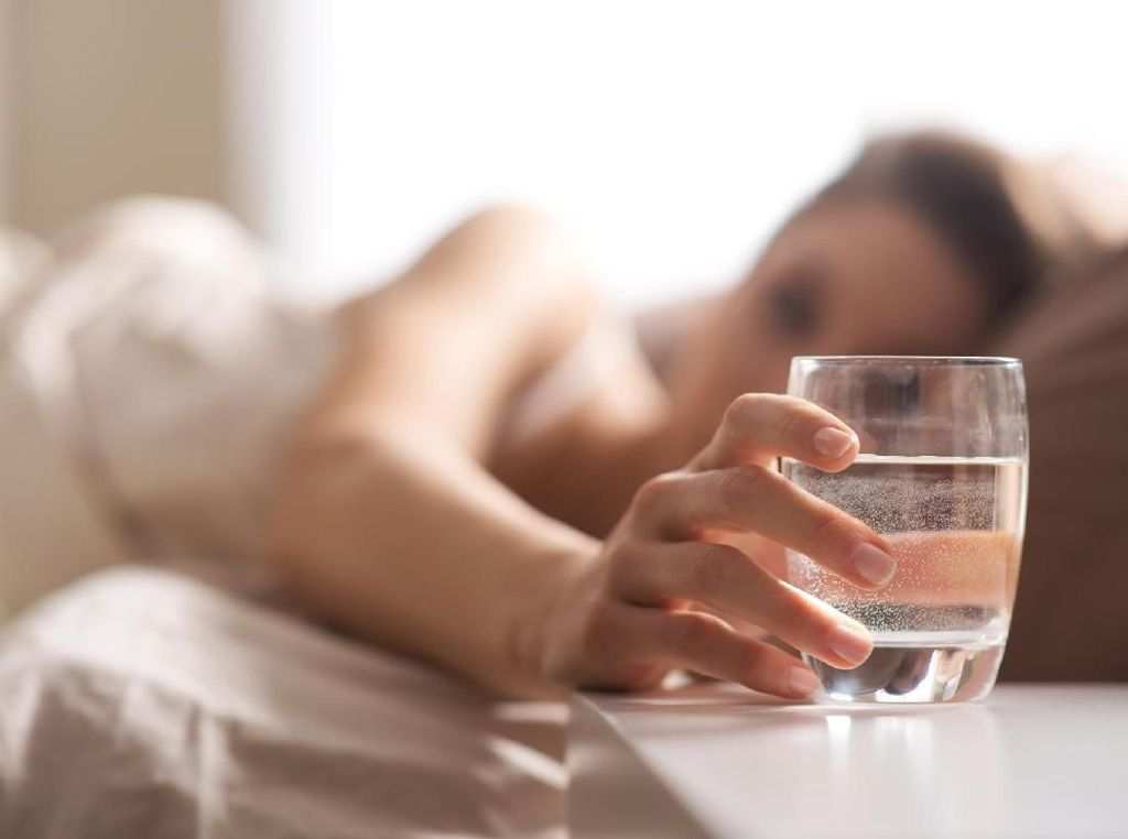 5 Manfaat Minum Air Hangat untuk Kesehatan
