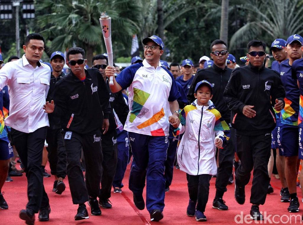 Obor Asian Games Tiba di Balai Kota