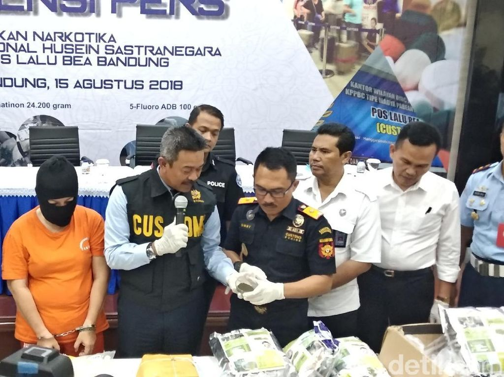 Detik-detik WN Vietnam Bawa Sabu Ditangkap di Bandara Husein