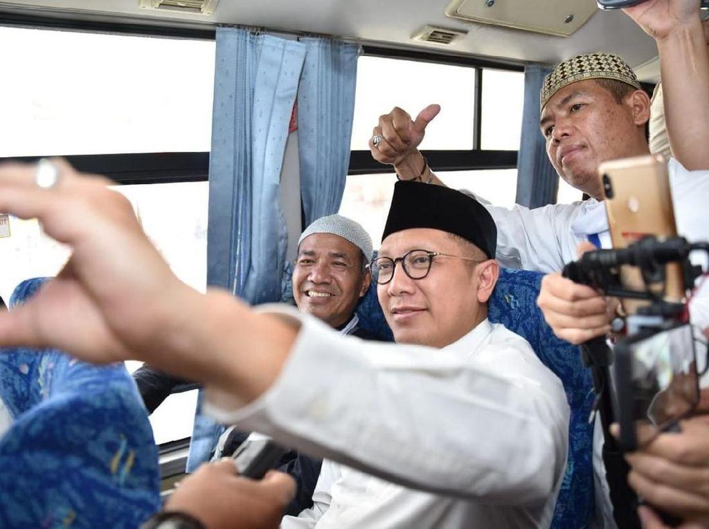 Jamaah Batal Tidur di Bus Setelah Tahu Teman Duduknya Adalah Menag