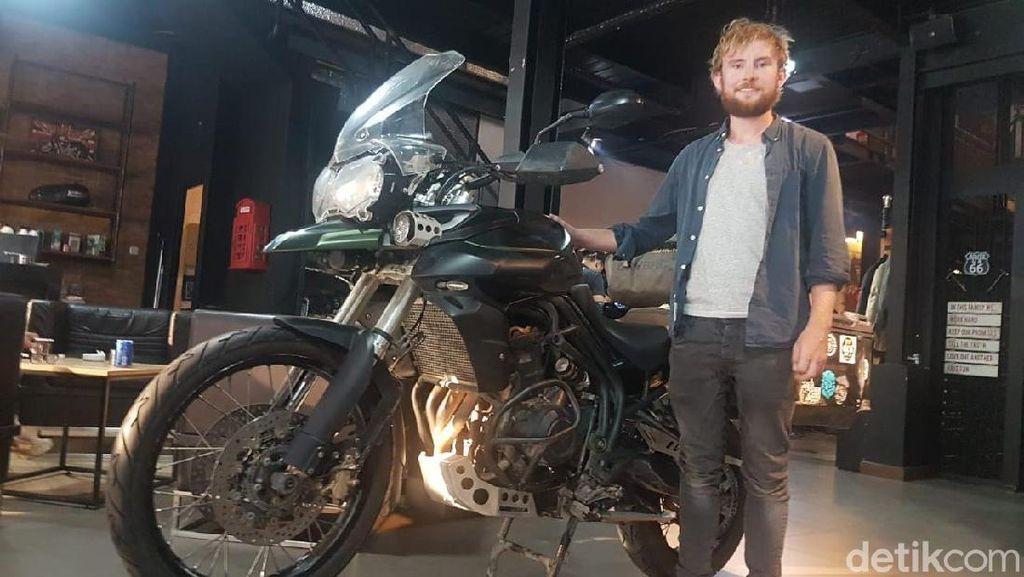 Touring ke RI dari Irlandia, Bule Ini Jatuh-Bangun Naik Motor