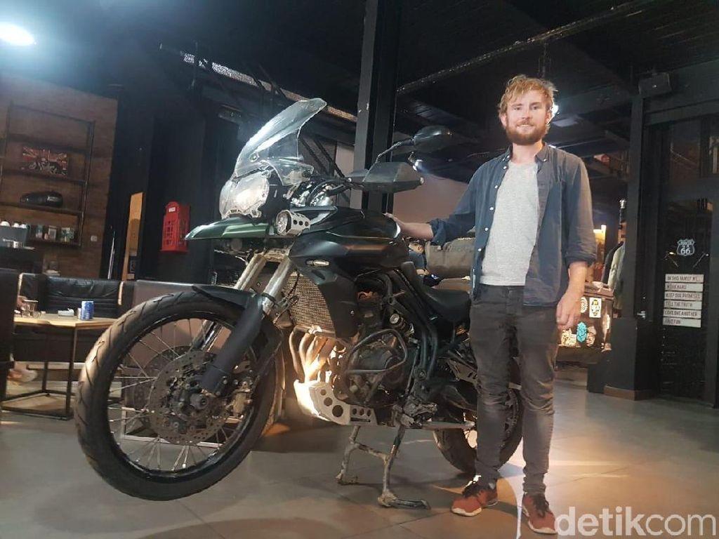 Bule Irlandia Naik Motor Sampai Indonesia