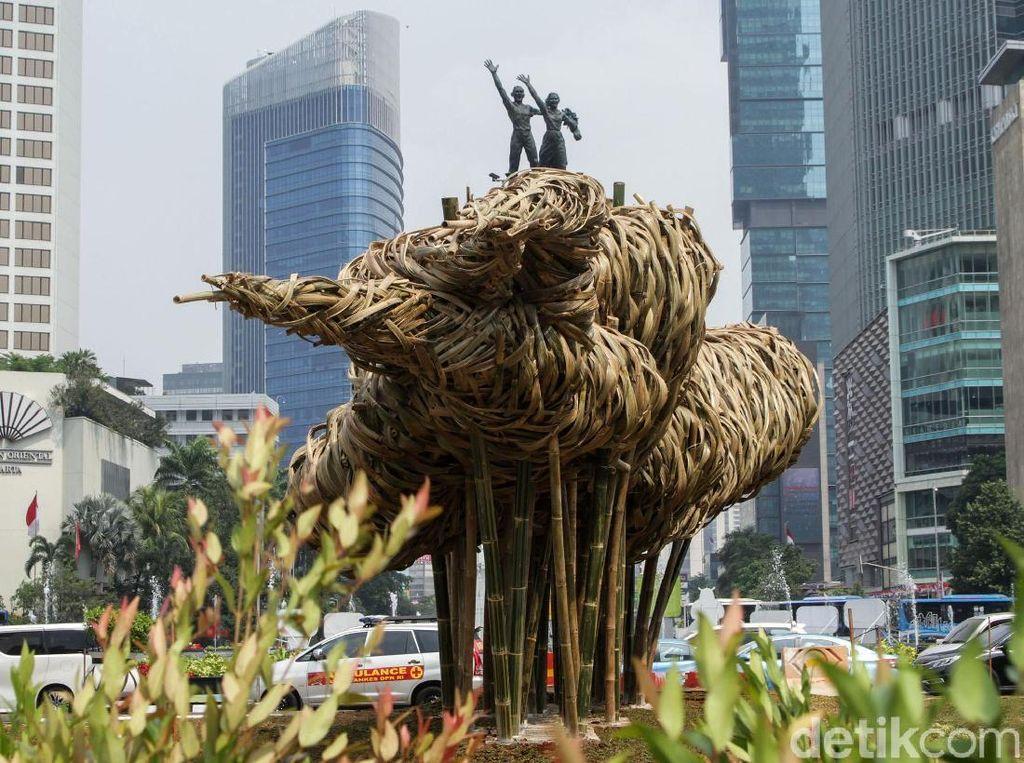 Seni Bambu Getah Getih di Bundaran HI, Menurut Kamu Cocok Nggak?