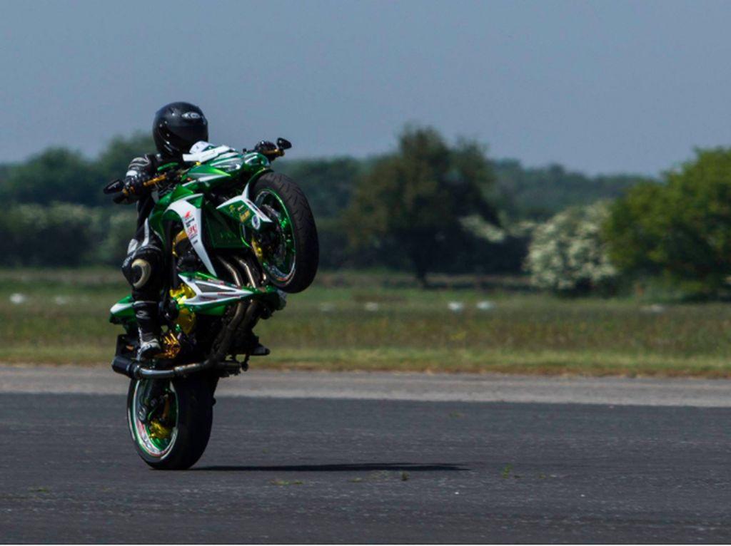 Lucu, di Luar Negeri Ada Kejuaraan Wheelie Pakai Motor